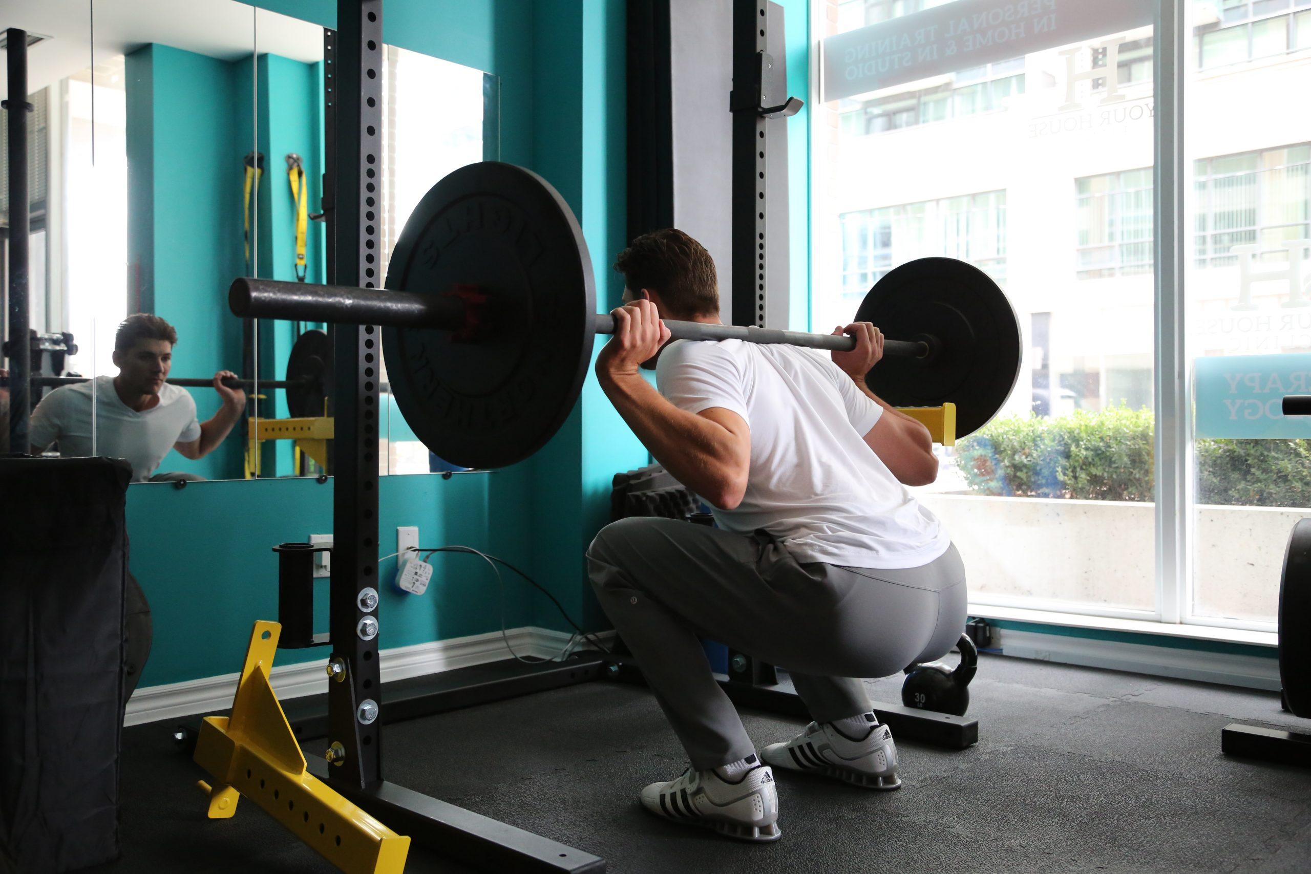 You are currently viewing Ting til overvejelse når du køber et squat rack
